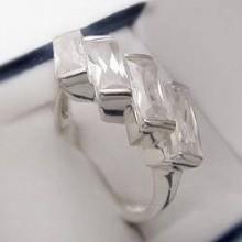 Stříbrný prsten se zirkony KPS130