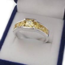 Stříbrný prsten se žlutými zirkony (KPS142)