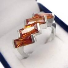 Stříbrný prsten s oranžovými zirkony (KPS157)